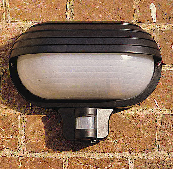 eyelid 60w es weatherproof bulkhead light with pir black 0 ngd950
