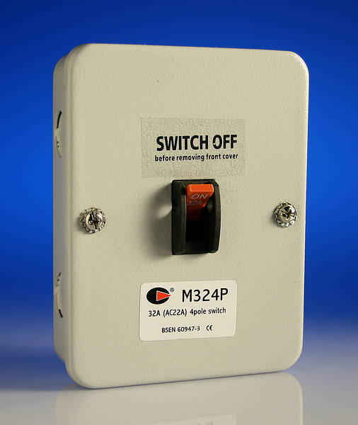 32 amp 4 pole isolator switch metalclad. Black Bedroom Furniture Sets. Home Design Ideas
