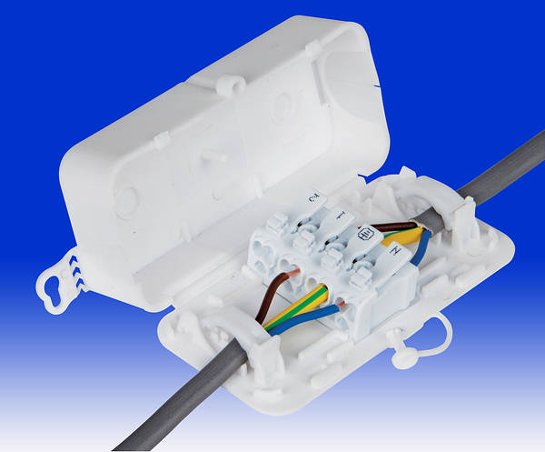 Debox2 Screwless In Line Junction Box