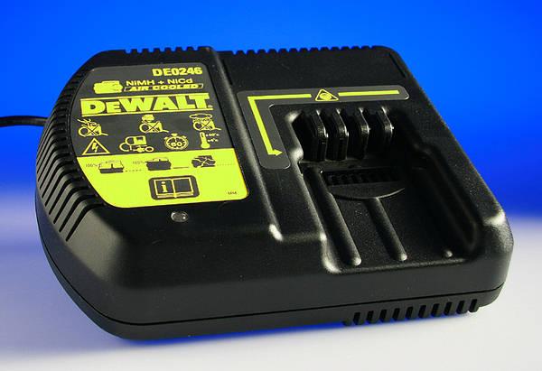 dewalt de0246 24v air cooled charger