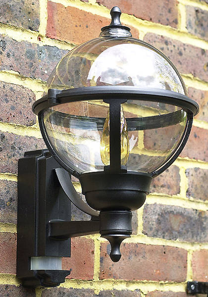 100w Bc Globe Lantern Black With Pir