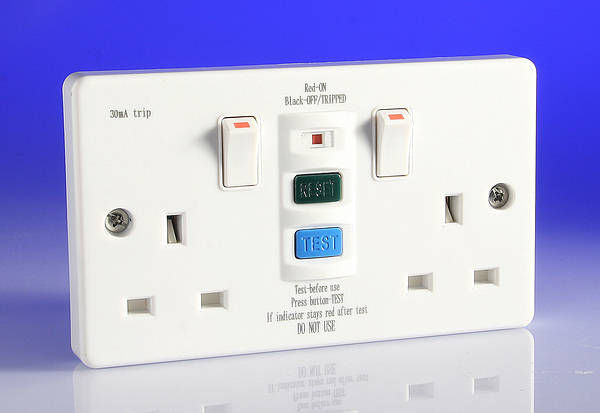 Knightsbridge 13A Switched Socket 2 Gang with RCD White RCD9000