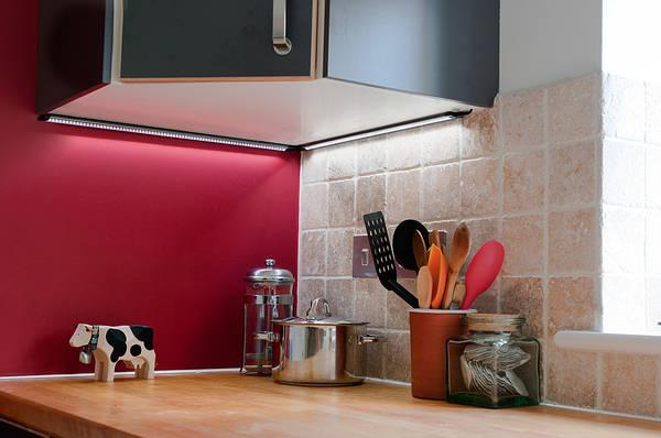 Ultra thin corner cove light fittings