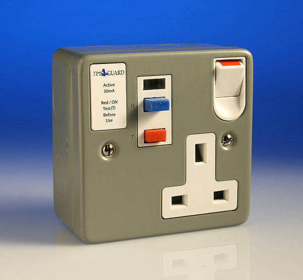 13 Amp 1 Gang Single Rcd Switched Socket Metal Active